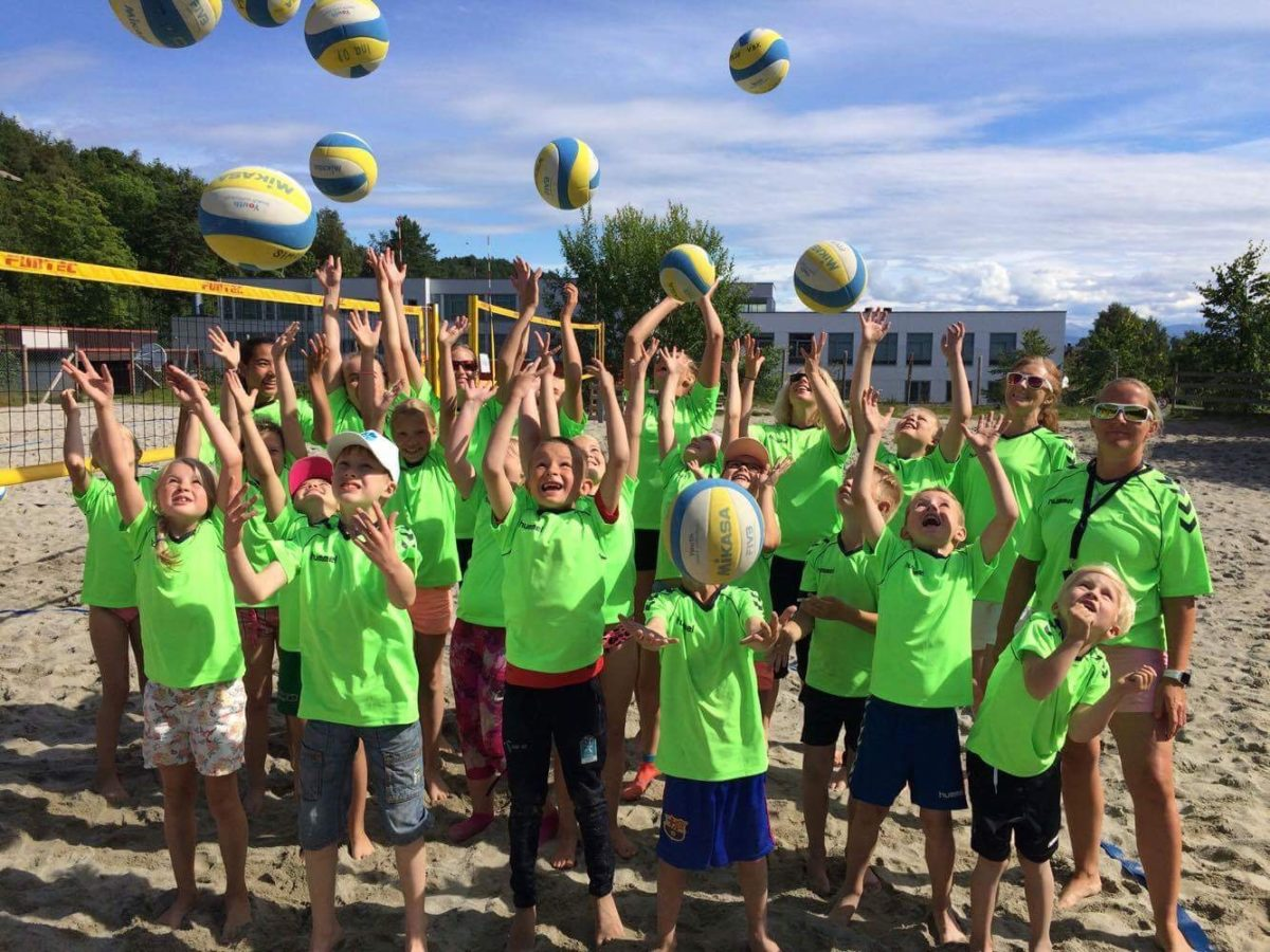 Topp sandvolleyballskole for barn